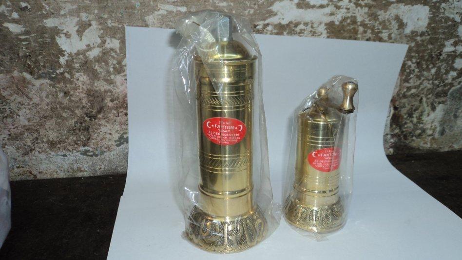 Handgemacht Original Orientalische Kaffeemühle/Gewürzmühle aus Messing mit Auffangbehälter