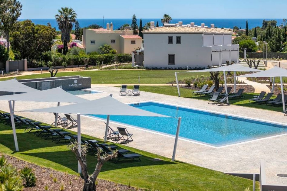 Propose for sale wonderful villa with view on sea of resort complex Faru in Portugal.