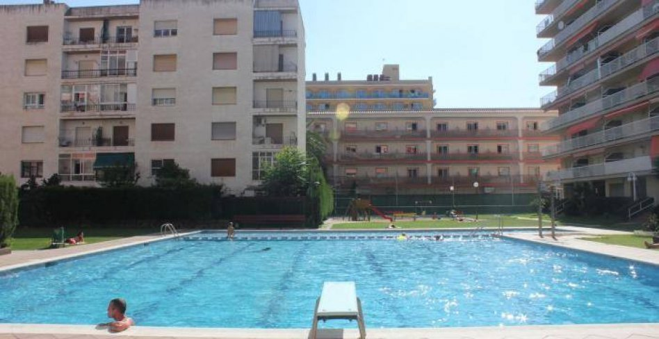 Propose for sale apartment of best complex on the first line in the resort town Malgrat de Mar in Spain