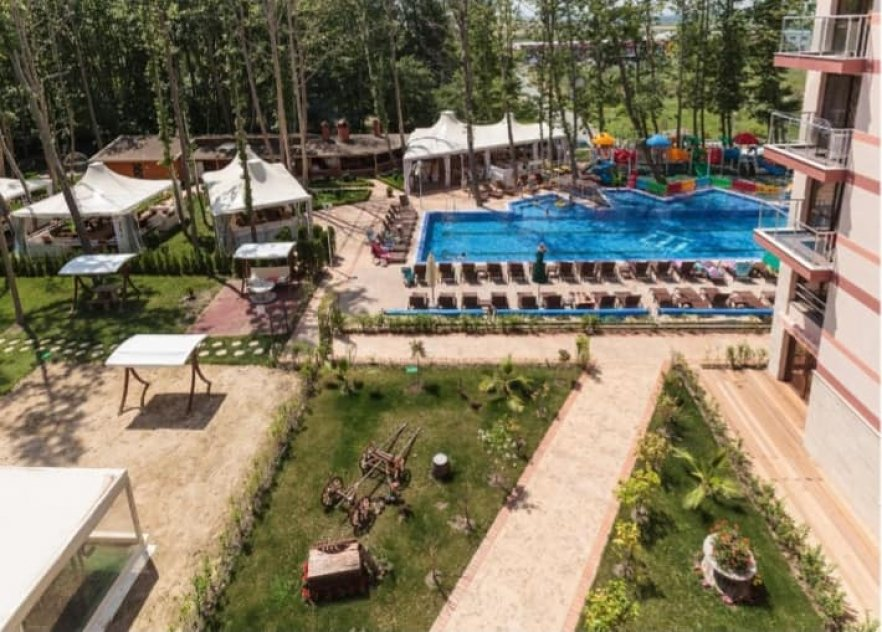 """Propose for sale wonderfull apartment on 5 floor of complex """"Tarsis SPA"""" 4* in Sunny beach city Bulgaria, wich located 500 meters to beach sea."""